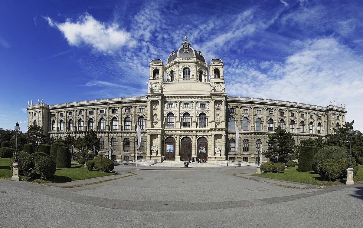 1200px-Naturhistorisches_Museum_-_Museo_de_Historia_Natural