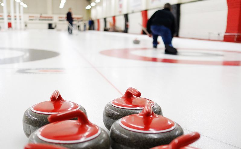 how does curling work