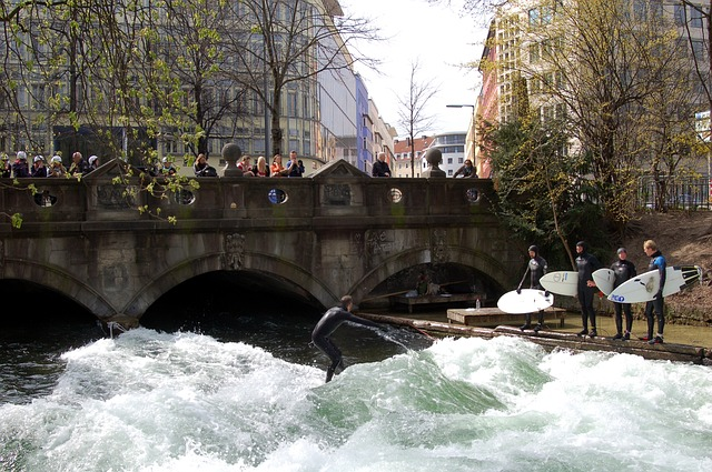 eisbach surfing english garden munich